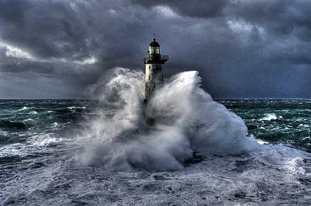 come-disegnare-il-mare-in-tempesta_156cde9da7db33f07ef8fda26cdebe14
